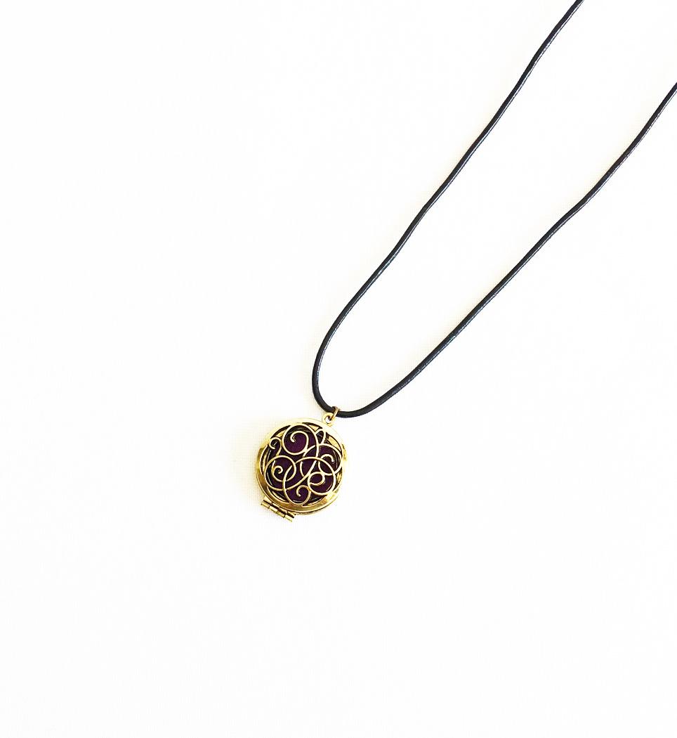 personligt smycke, lädersmycken, fri frakt,smycken med budskap,dofthalsband,